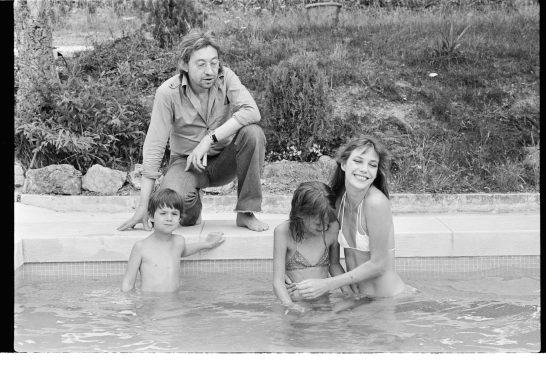 Gainsbourg Family 1977-Piscine N&B