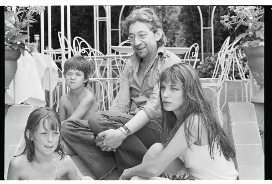 Gainsbourg Family Escalier 1977 N&B